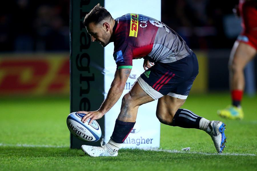 LONDON, ENGLAND - OCTOBER 06: Danny Care of Harlequins touches down a try during the Gallagher Premiership Rugby match between Harlequins and Saracens at Twickenham Stoop on October 6, 2018 in London, United Kingdom. (Photo by Jordan Mansfield/Getty Images)