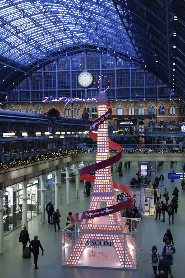 LONDON, ENGLAND - NOVEMBER 12: LancÙme unveil their 2019 festive installation at St. Pancras International, delighting passers-by with the 36ft sparkling sensation, inspired by Paris' most iconic landmark - The Eiffel Tower on November 12, 2019 in London, England. (Photo by John Phillips/Getty Images for Lancome)